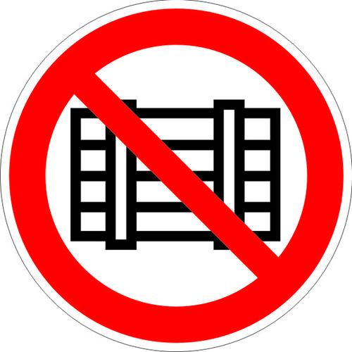 P12 Запрещается загромождать проходы и (или) складировать